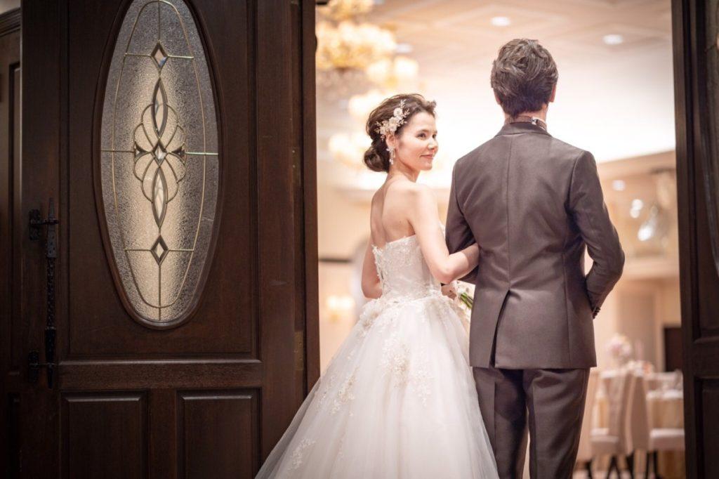 〜最短1ヶ月で叶う〜<br /> <br /> 【L'celmoが贈るカップル応援プラン】<br /> <br /> ・大人数での結婚式が不安<br /> <br /> ・今すぐ結婚式を挙げたい<br /> <br /> ・家族だけで結婚式を挙げたい<br /> <br /> ・早く家族を安心させたい<br /> <br /> ・式の費用を抑えたい など<br /> <br /> 大切なゲストだけで叶える、挙式×会食。安心と安全の貸切ウェディングをご提案。